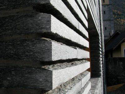 Fassade Gneis Maggia 01