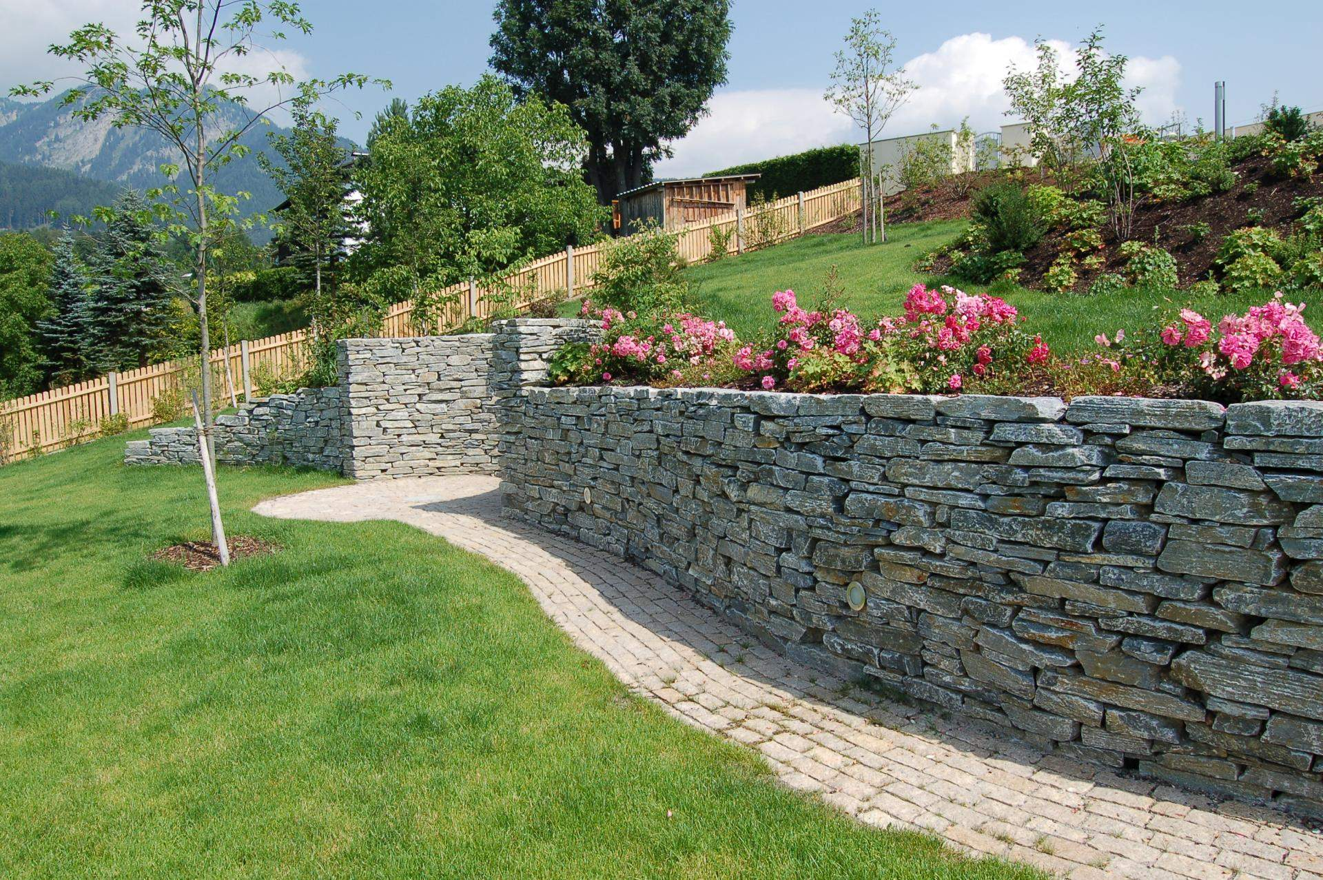Trockenmauer aus Naturstein