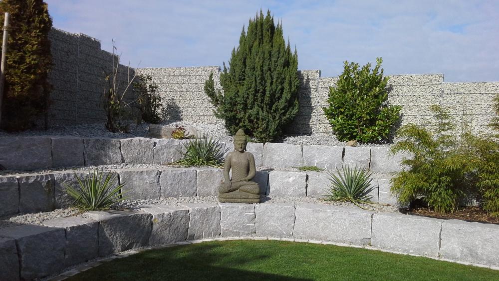 Natursteinmauer modern und individuell