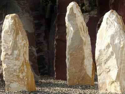 amarello-obelisk-findling