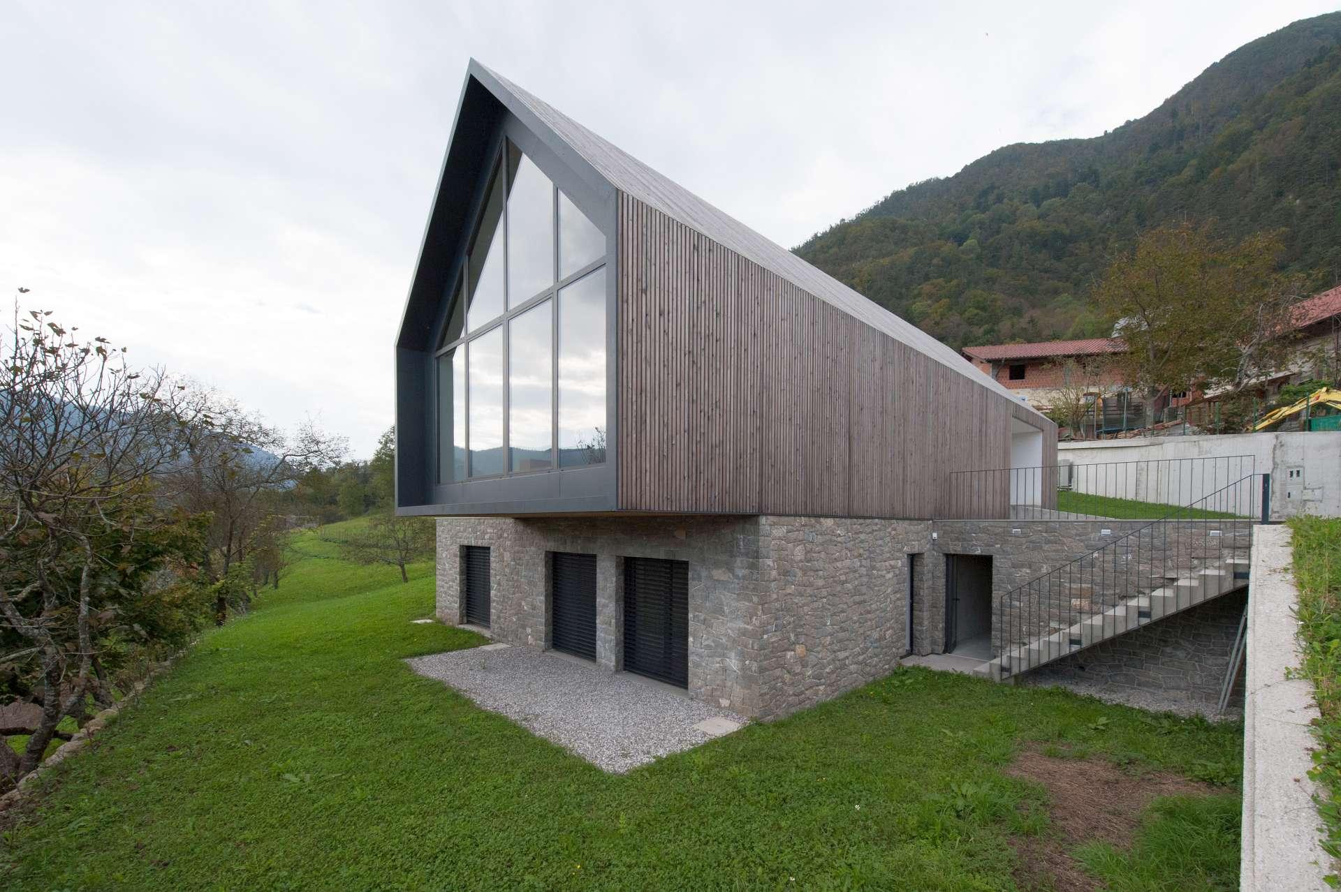 Fassadeaus CUDICIO-Pietra-Piasentina