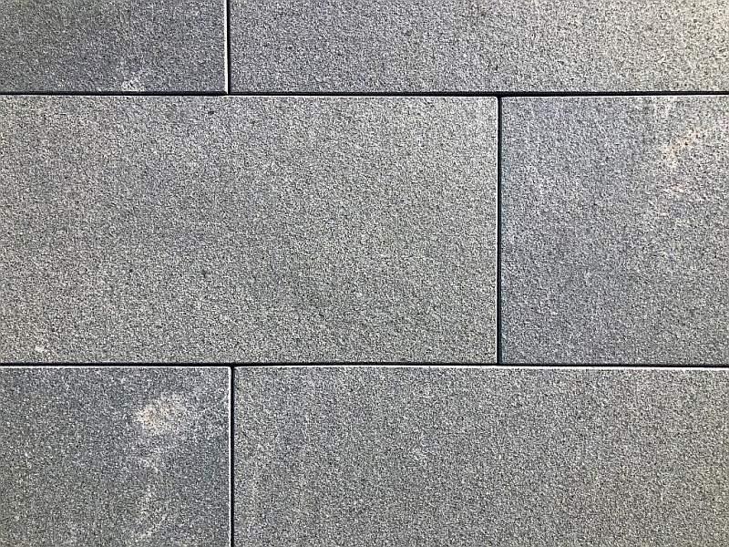 Kanten gefast Bodenplatte Premium Granit hellgrau 30x60x3cm Oberfläche geflammt