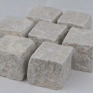 Pflasterstein Kalkstein Kanfanar, 2 Seiten gesägt 4 Seiten gespalten getrommelt, beige