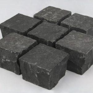 Pflasterstein Basalt Halong Black, Oberfläche geflammt Kanten gespalten