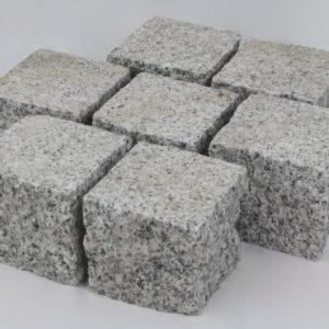 Pflasterstein Granit Bravo G603/G603N, Oberfläche gestockt, Kanten gespalten, hellgrau
