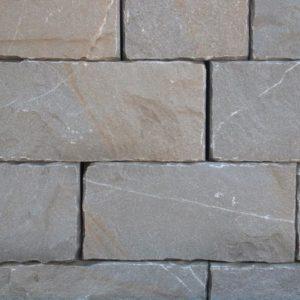 Mauerstein Kalkstein Pietra Piasentina, gesägt und gespalten