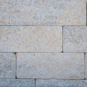 Mauerstein Kalkstein Bayadere Typ Pula, 4 Seiten gesägt, 2 Seiten gespalten und getrommelt