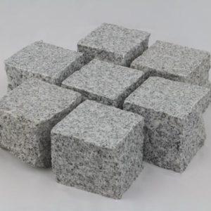 Pflasterstein Granit Bravo G603/G603N, Oberfläche geflammt, Kanten gespalten, hellgrau