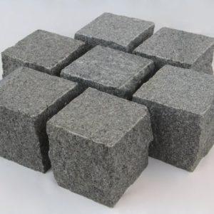 Pflasterstein Granit Gala G654, Oberfläche geflammt, Kanten gespalten, anthrazit