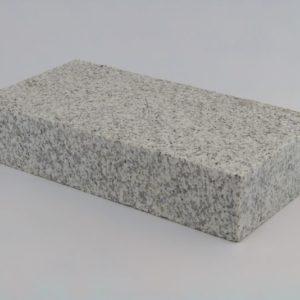 Pflasterstein Granit Gris Moreno, Oberfläche kugelgestrahlt Kanten gesägt, gelb-grau