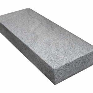 Blockstufe Granit Bulvar, kugelgestrahlt, hellgrau