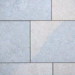 Terrassenplatte Kalkstein Bayadere, sandgestrahlt und gebürstet, Kanten gesägt
