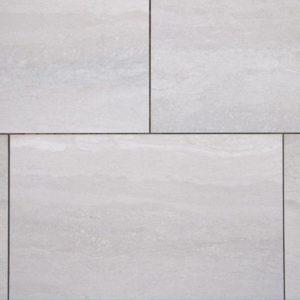 Terrassenplatte Kalkstein Kirmenjak dark v/c, sandgestrahlt und gebürstet, Kanten gesägt