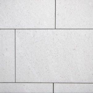 Terrassenplatte Kalkstein Plano, sandgestrahlt und gebürstet, Kanten gesägt