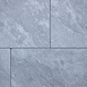Terrassenplatte Marmor Azur Light, gesägt und getrommelt