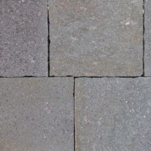 Terrassenplatte Porphyr, bruchrau, Kanten handbekantet