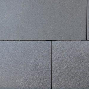 Terrassenplatte Quarzit Alta, spaltrau, Kanten gesägt
