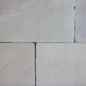 Terrassenplatte Sandstein Mint, spaltrau, Kanten handbekantet