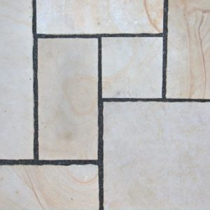Terrassenplatte Sandstein Obernkirchen, gesägt, Kanten handbekantet