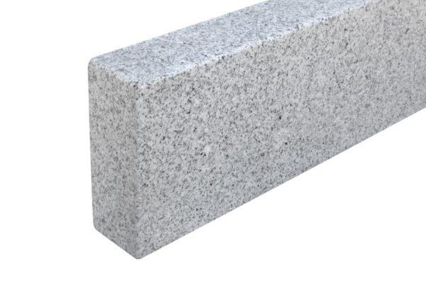 Bordstein Granit Bravo G603N, gesägt und geflammt, Kanten gefast