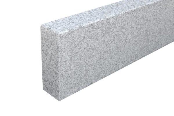 Bordstein Granit Bravo G603DL Feinkorn, gesägt und geflammt, Kanten gefast