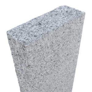 Kombipalisade Granit Bravo, 1 Kopf und 1 Breitseite gesägt und gestockt, sonst gesägt und gespitzt