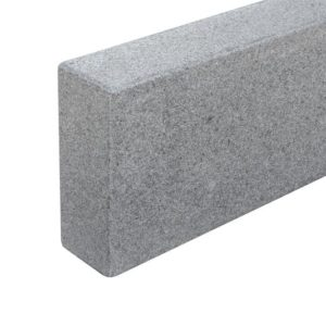 Bordstein Granit Gala G654, gesägt und geflammt, Kanten gefast