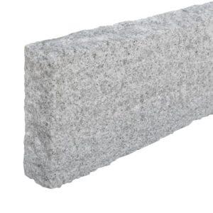 Bordstein Granit Bravo, gesägt und gespitzt