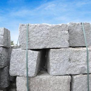 Quaderstein Granit Mittelkorn, gespalten