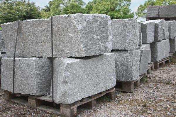 Mauerstein Gneis Tauern, gespalten