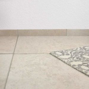 Sockelleiste Kalkstein Kanfanar®, sandgestrahlt und gebürstet
