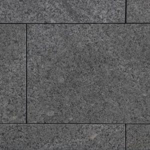 Terrassenplatte Quarzdiorit Attika Grey, geflammt und gebürstet, Kanten gefast