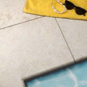 Poolumrandung Kalkstein Kanfanar® mit Bullnose, sandgestrahlt und gebürstet