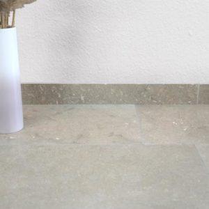 Sockelleiste Kalkstein Thalassia, geschliffen