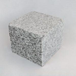 Pflasterstein Granit Cinza Cristal, Oberfläche kugelgestrahlt, Kanten gesägt teils gespalten